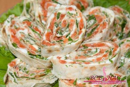 Рулетики из лаваша с красной рыбой и творожным сыром