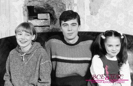 """С.Бодров и актрисы фильма """"Сестры"""" Оксана Акиньшина и Катя Горина"""